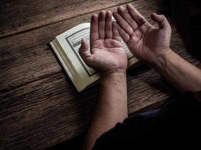Doa Pengajian KHM Syafi'i Hadzami pada Radio Cenderawasih
