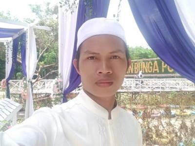 Ahmad Mubarok, Ustadz yang Jatuh Cinta pada Lingkungan