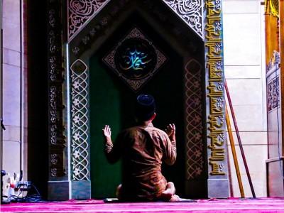 Khutbah Jumat: Menempa Diri di Madrasah Ramadhan