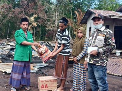 Rumah 3 Anak Yatim Terbakar, Ansor Kubu Raya Bantu dari Iuran Sukarela