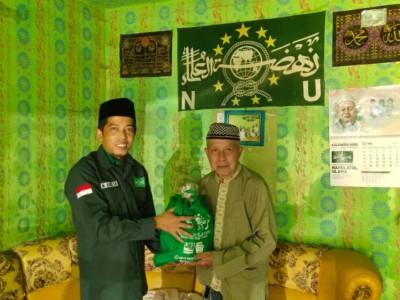 Imam Masjid di Konawe Dapat Bantuan Sembako dari NU Care-LAZISNU