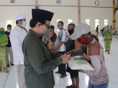 PCNU Kota Pekalongan Serahkan 1.000 Kantong Beras ke Dhuafa