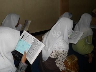 Tata Cara Khataman Al-Qur'an: Susunan Bacaan dan Doa