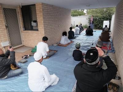 Di Perth Australia, Jemaah  Shalat Idul Fitri Membawa Makanan untuk Non-Muslim