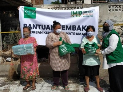 LAZISNU Bagikan Paket Sembako ke Warga Terdampak Kebakaran DKI Jakarta