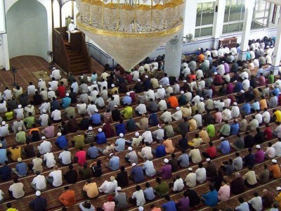 Setelah Shalat Jumat, Sebaiknya Baca Wirid atau Shalat Ghaib?