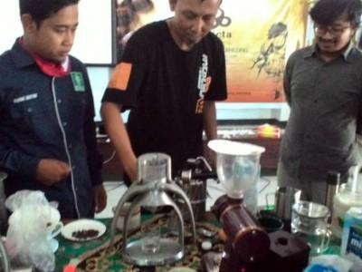 Lupakan Corona, PCNU Kencong Jember Gelar Madrasah Barista Santri