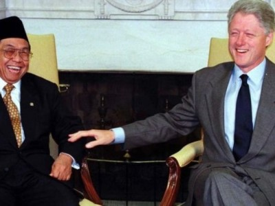 Lelucon Gus Dur yang Bikin Clinton Ngakak