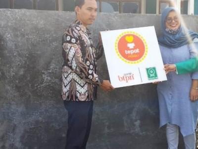 Fatayat NU Lamongan Kembali Serahkan Bantuan Pompa Air Bersih