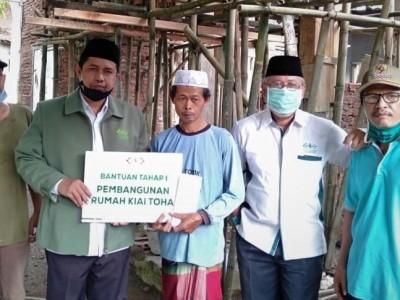 LAZISNU Salurkan Bantuan Tahap Awal Pembangunan Rumah Kiai Toha
