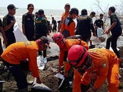 Gandeng TNI dan Polri, Banser Pekalongan Tangani Lingkungan Terdampak Rob