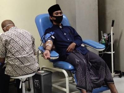 Bantu Sesama, Santri Al-Mizan Majalengka Hibah Darah