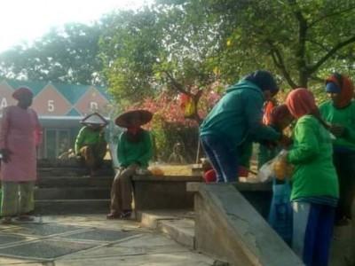 Fatayat NU Cileungsi-Jonggol Gerakkan IRT Berderma dengan Majelis Berbagi
