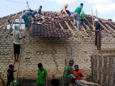Ikhtiar LAZISNU Pragaan Sumenep Rehab Rumah Dhuafa di Tiap Desa