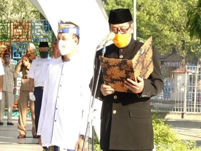 Ingatkan Keragaman, Peserta Upacara di Masjid Ini Gunakan Pakaian Daerah