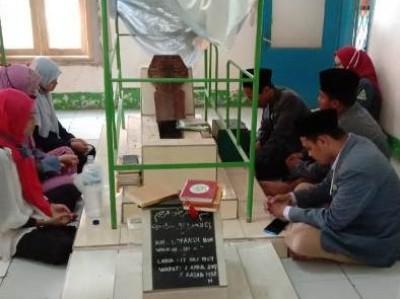Pelajar NU Bekasi Ziarah Makam Ulama-Pejuang di Hari Kemerdekaan