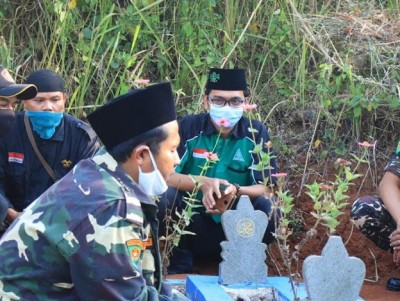 Peringati HUT RI, GP Ansor Ziarahi Makam Pendiri Ansor Sumedang