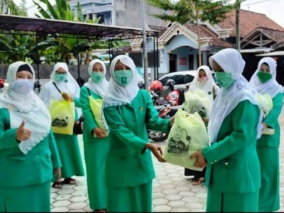 Fatayat NU Tulungagung Bersama Baznas Gelar Bedah Rumah