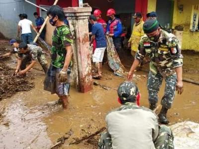 Banjir Bandang Terjang Sukabumi, Banser Bergerak Cepat Bantu Evakuasi Korban