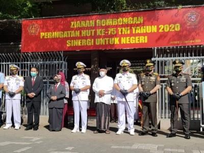 Jelang HUT Ke-75 TNI, Pangarmada II Ziarah Makam Gus Dur