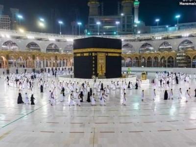 Jamaah Umrah Pertama di Masa Pandemi Masuk Masjidil Haram