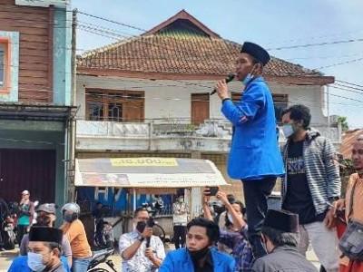 Tolak UU Cipta Kerja, PMII Demo di Gedung DPRD Bondowoso