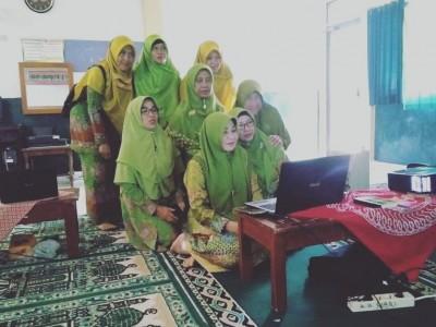 Antusias Muslimat NU Pringsewu Ikut Rakernas dan Mukernas Virtual