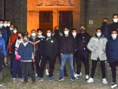 Pemuda Muslim di Prancis Jaga Gereja Waspadai Serangan dari Para Ekstremis