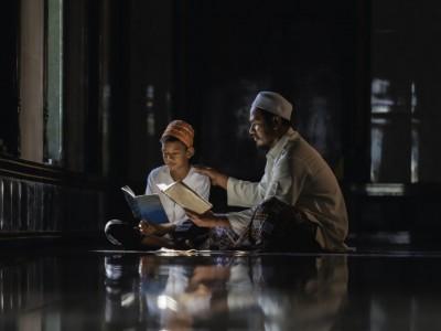 Tugas Ayah kepada Anak: Mewarisi Ilmu dan Teladan