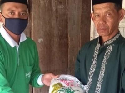 UPZISNU di Lampung Tengah Bagikan Beras kepada Warga Terdampak Covid-19