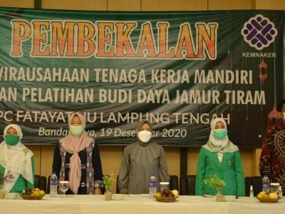 Fatayat NU Lamteng Bekali Kader Pelatihan Budi Daya Jamur Tiram