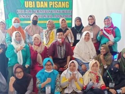 Tingkatkan Ekonomi Keluarga, Kader Fatayat Padang Pariaman Dilatih Berwirausaha