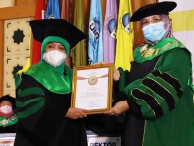 Ketua Muslimat NU Dikukuhkan sebagai Guru Besar Tasawuf