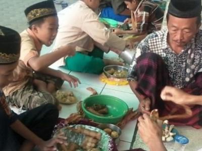 Nilai Keagamaan dalam Tradisi Nebus Weteng di Cirebon Girang