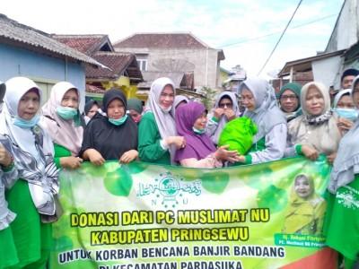 Muslimat NU Pringsewu Bantu Korban Banjir Bandang di Pardasuka