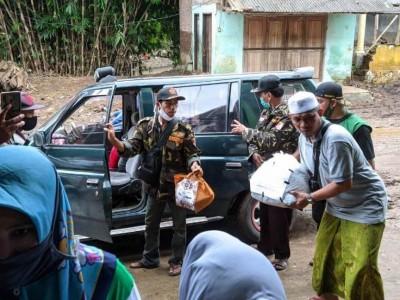 MWCNU Jenggawah dan Muslimat NU Jember Sumbang Pesantren Korban Banjir