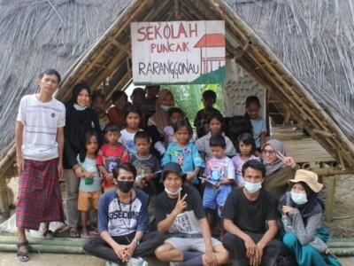 Sekolah Pucak Raranggonau, Wadah Literasi untuk Anak-anak Pedalaman