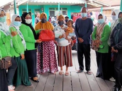 Peduli Korban Kebakaran diPalangka Raya, Fatayat NU Kalteng Salurkan Bantuan