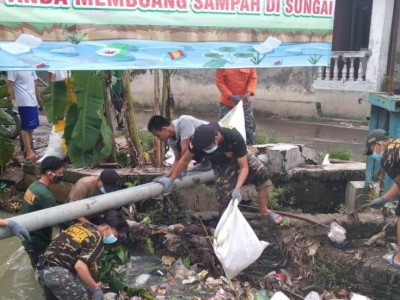 Teladani Gus Dur, Ansor Tengah Tani Cirebon Bersih-bersih Sungai