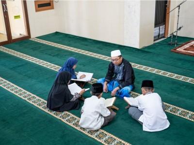 Nasihat Ibu Sufyan ats-Tsauri kepada Anaknya tentang Menuntut Ilmu