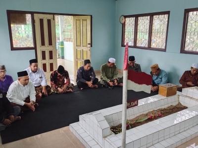 Susun Buku Biografi, RMINU Ziarahi Tujuh Ulama Kharismatik Pringsewu