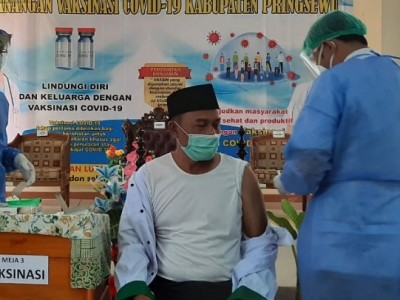 Ketua NU Pringsewu Jadi 10 Orang Pertama Penerima Vaksin Covid-19