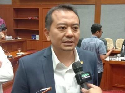 Komisi X DPR: Batalkan Pemecatan Guru Honorer yang Posting Gaji Rp700 Ribu