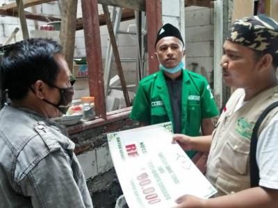 LAZISNU Kota Surabaya Bantu Anggota Banser Bangun Rumah