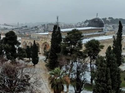 Masjid Al-Aqsa Diguyur Salju Pertama setelah Enam Tahun