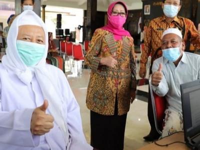 Kiai-kiai NU di Jombang Ikut Sukseskan Vaksinasi Covid-19
