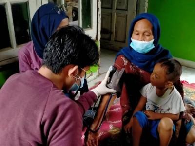 NU Bekasi Periksa Kesehatan Warga dan Bersihkan Lumpur di Lokasi Terdampak Banjir