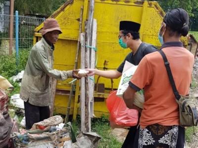 Ansor Sawahan Rembang Bagikan Nasi Bungkus lewat Jumat Berbagi