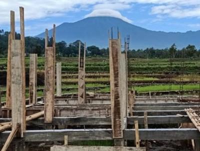 Melihat Pembangunan Pesantren Nihadlul Qulub di Kaki Gunung Slamet