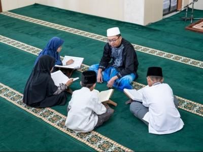 Hukum Membaca Al-Qur'an secara Berjamaah